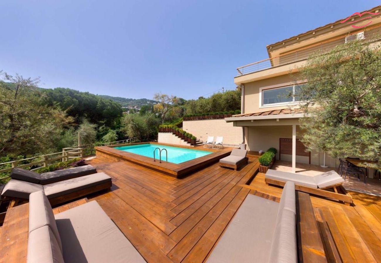 Villa in Sorrento - Luxuria Villa - Majestic Modern Villa with large Garden and Swimming Pool